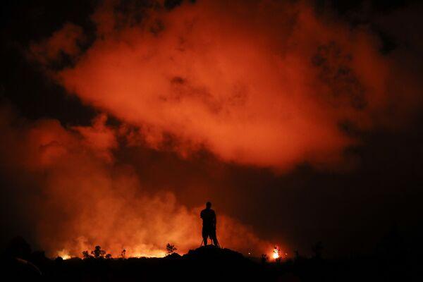 Fotografo riprende le fontane di lava a Leilani Estates, Hawaii - Sputnik Italia