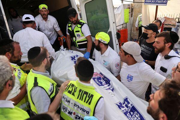 Il rabbino capo israeliano Israel Meir Lau, che si trovava su uno dei palchi durante il crollo, sarebbe rimasto lì con altri rabbini di spicco, pregando per i feriti - Sputnik Italia