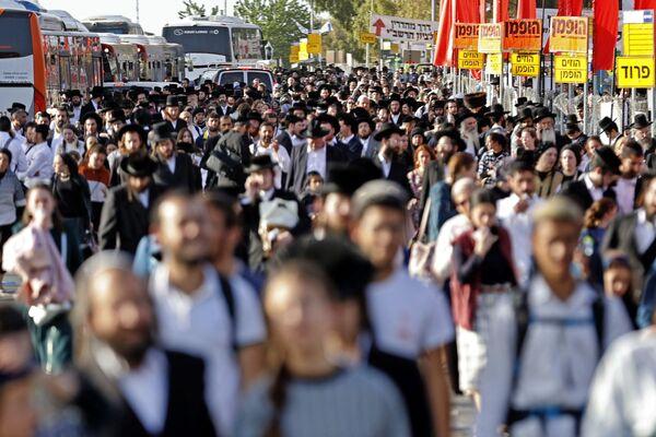 Il più grande raduno in Israele dall'inizio della pandemia Covid si è trasformato in un incubo - Sputnik Italia