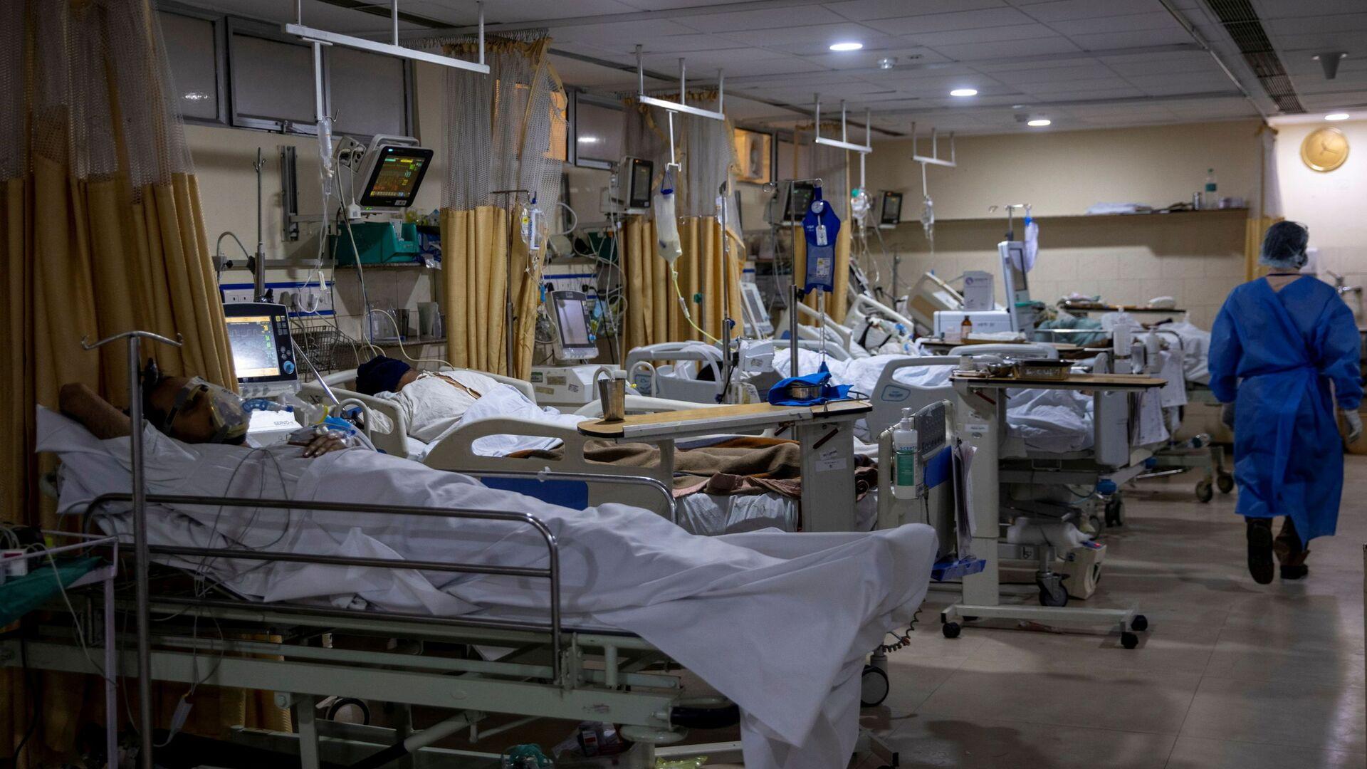 Malati di COVID-19 ricoverati nelle terapie intensive dell'ospedale Sacra Famiglia di Nuova Delhi in India - Sputnik Italia, 1920, 16.09.2021