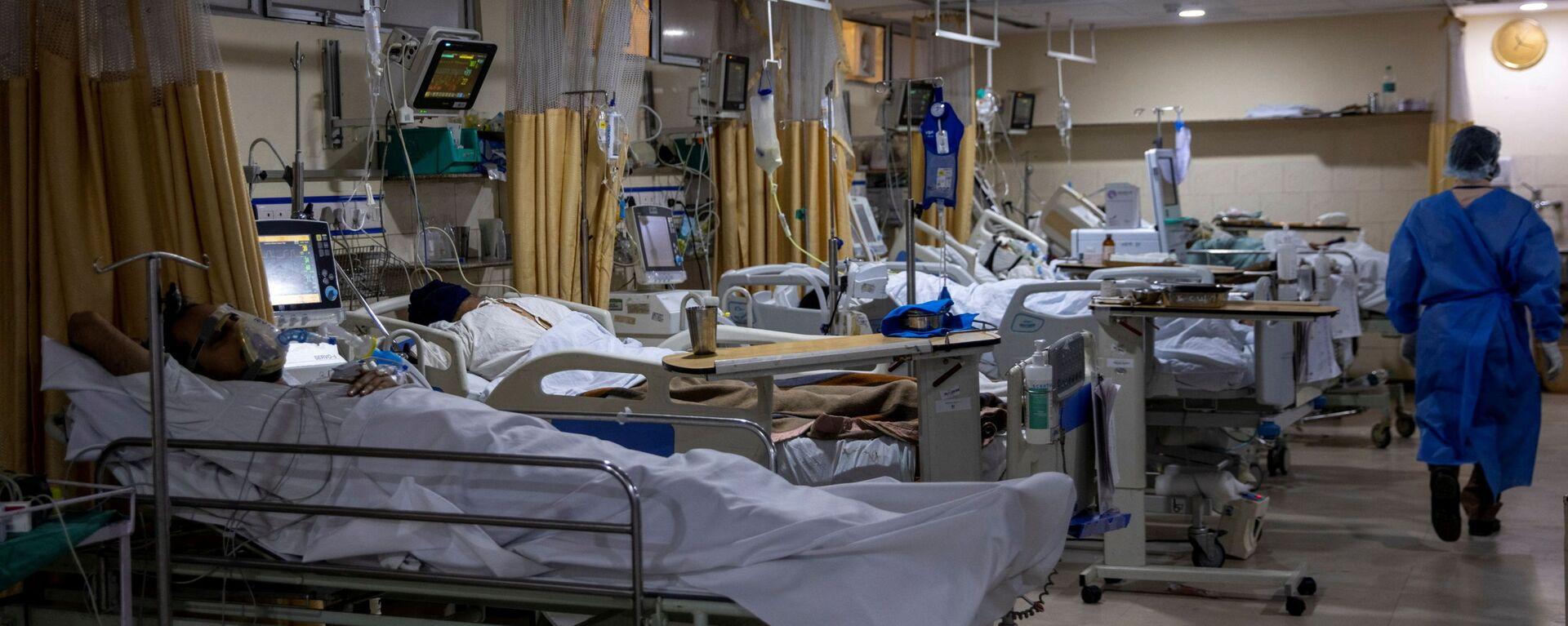Malati di COVID-19 ricoverati nelle terapie intensive dell'ospedale Sacra Famiglia di Nuova Delhi in India - Sputnik Italia, 1920, 19.05.2021