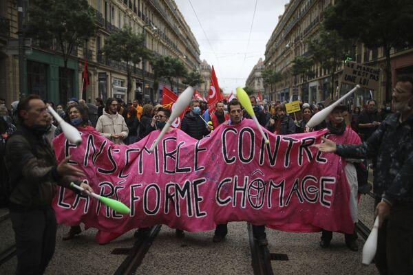 I lavoratori partecipano a una manifestazione in occasione della Giornata Internazionale del Lavoro, Marsiglia, Francia - Sputnik Italia