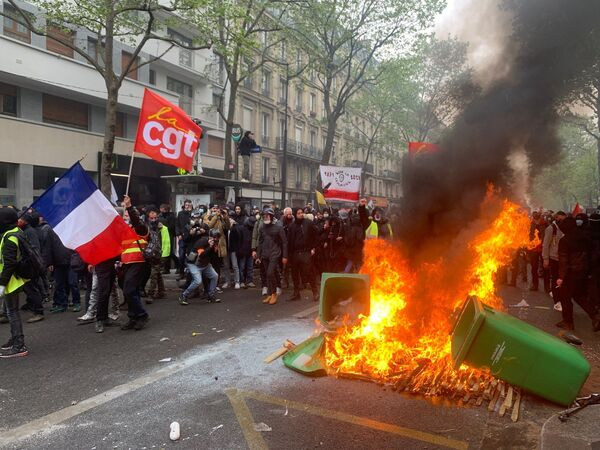 Scontri a Parigi nel corso della manifestazione del 1 maggio 2021 - Sputnik Italia