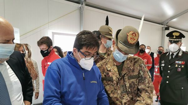 Il Generale Figliuolo in visita ad un centro vaccini di Roma - Sputnik Italia