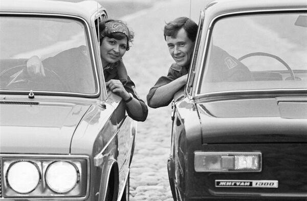 I ragazzi nelle macchine dello stabilimento del VAZ, 1971 - Sputnik Italia