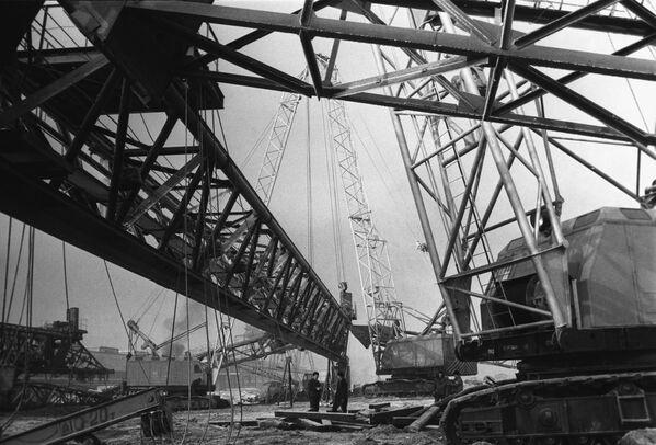 Costruzione dello stabilimento del VAZ (acronimo in russo di Stabilimento Automobilistico del Volga) nella città di Togliatti, 1969 - Sputnik Italia