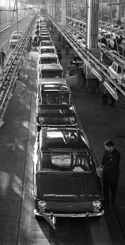 Sezione del Dipartimento di controllo tecnico (OTC) del trasportatore principale del VAZ, 1971 - Sputnik Italia