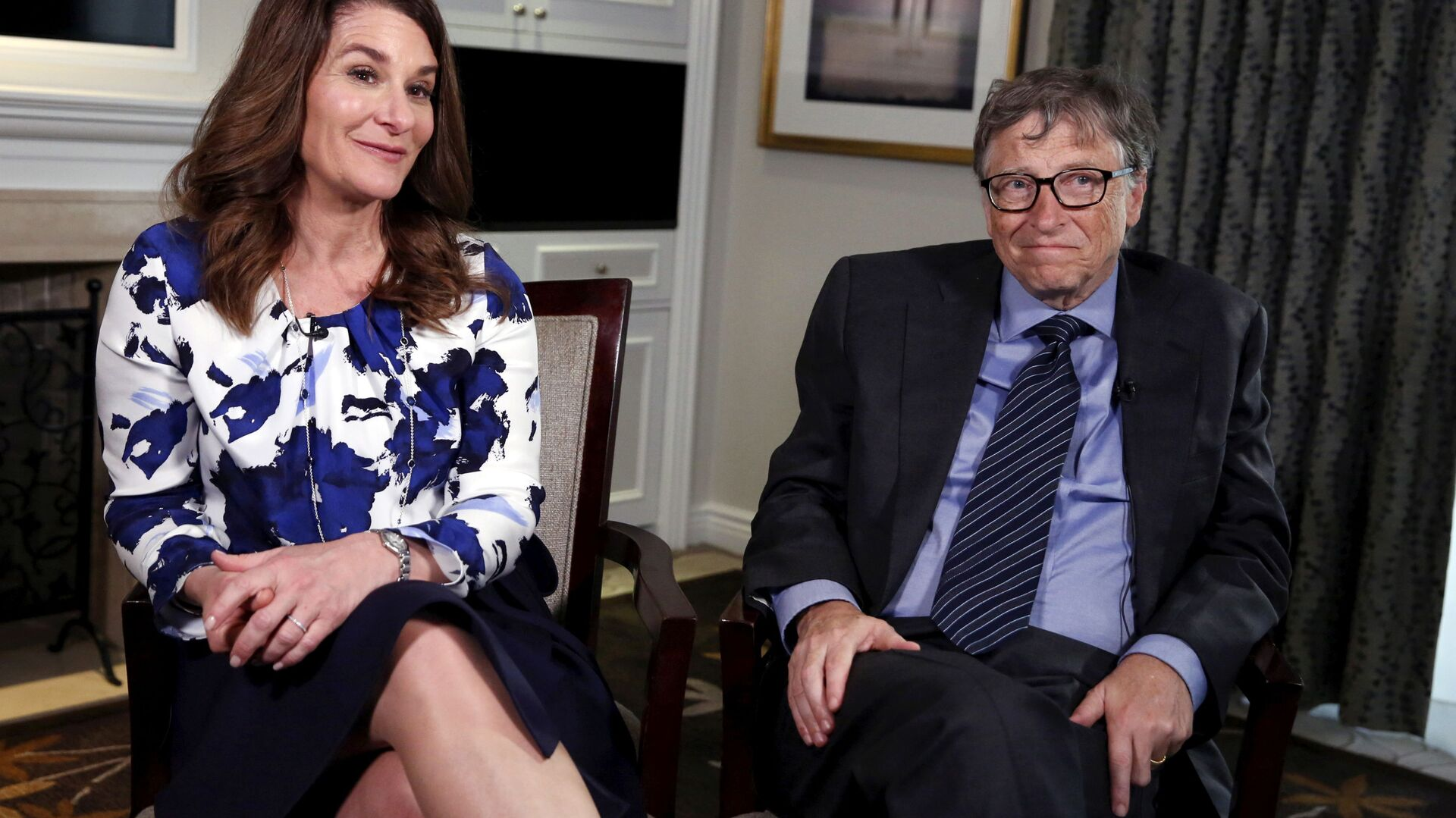 Microsoft co-founder Bill Gates and his wife Melinda sit during an interview in New York - Sputnik Italia, 1920, 08.07.2021