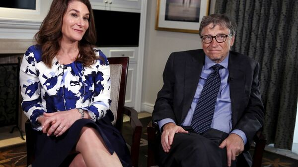 Microsoft co-founder Bill Gates and his wife Melinda sit during an interview in New York - Sputnik Italia