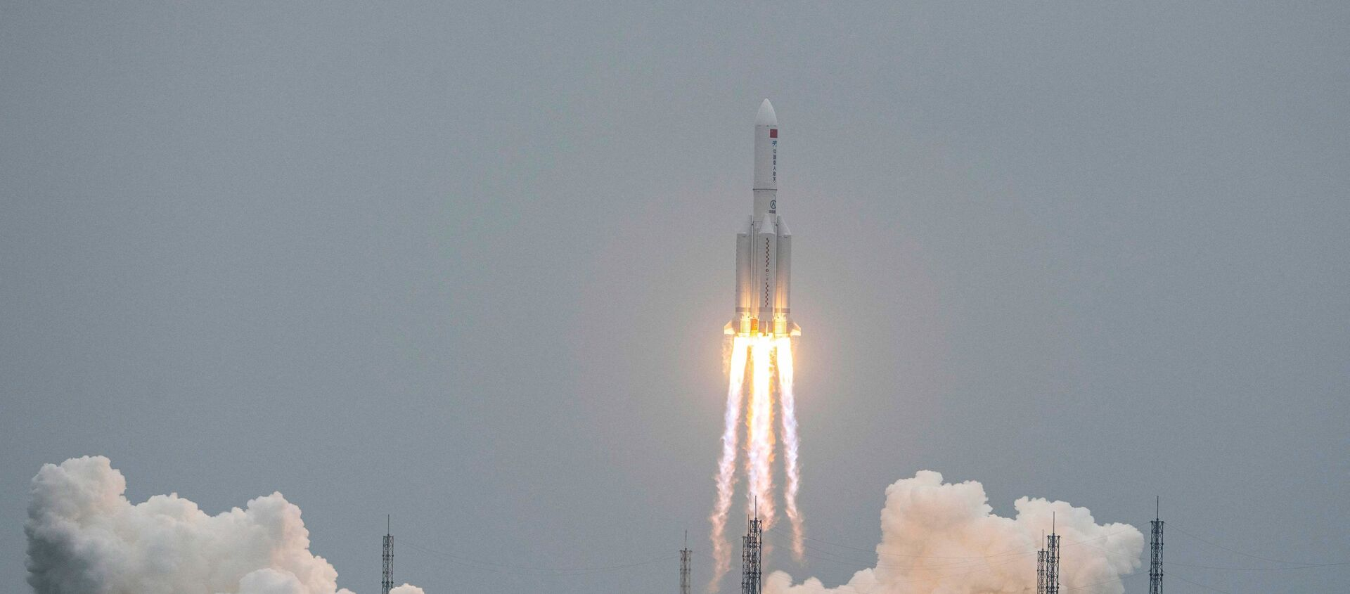 A Long March 5B rocket, carrying China's Tianhe space station core module, lifts off from the Wenchang Space Launch Center in southern China's Hainan province on April 29, 2021.  - Sputnik Italia, 1920, 05.05.2021