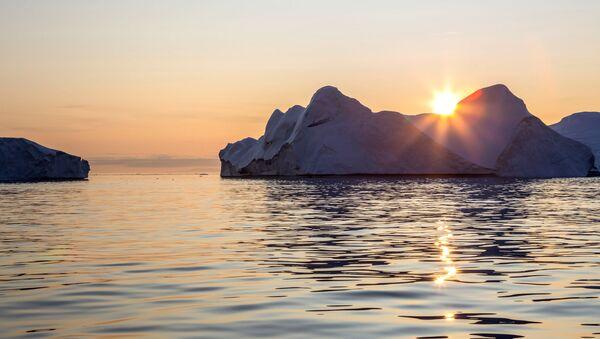 Айсберг в акватории острова Гренландия - Sputnik Italia