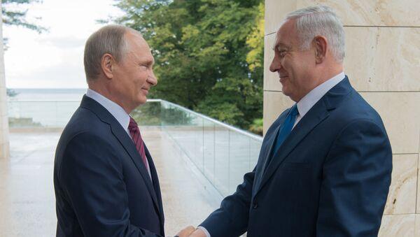 Президент РФ Владимир Путин и премьер-министр Израиля Биньямин Нетаньяху во время встречи - Sputnik Italia