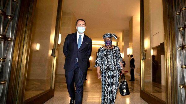 Di Maio e la direttrice del Wto Ngozi Okonjo-Iweala - Sputnik Italia