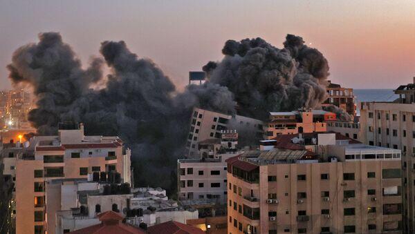 Il numero di morti dopo i bombardamenti israeliani contro la Striscia di Gaza è salito a 30, tra cui dieci bambini, e altre 203 persone sono rimaste ferite, ha affermato il ministero della Salute. - Sputnik Italia