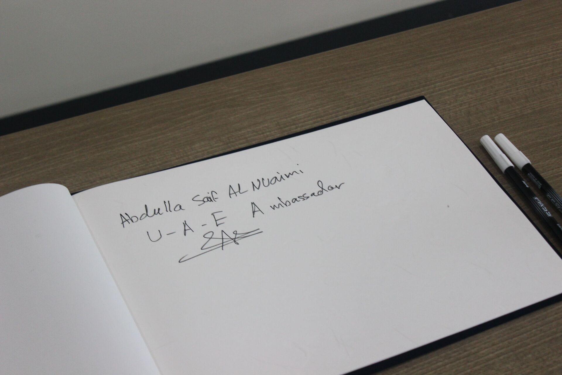 La firma dell'ambasciatore dell'UAE Abdulla Saif Al Nuaimi - Sputnik Italia, 1920, 18.05.2021