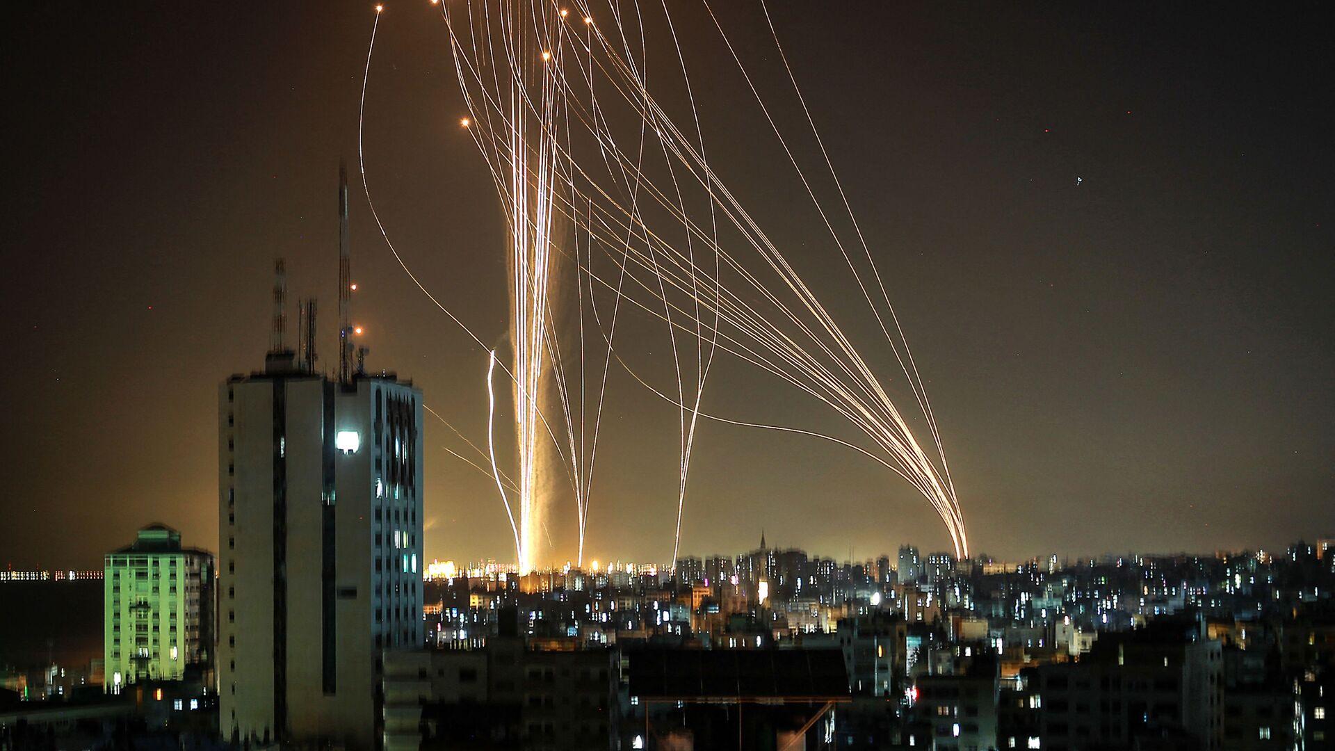 Lancio di missili dalla città di Gaza controllata dal movimento palestinese di Hamas - Sputnik Italia, 1920, 20.05.2021