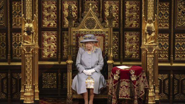 Королева Великобритании Елизавета II выступает с речью в Палате лордов в Вестминстерском дворце в Лондоне - Sputnik Italia
