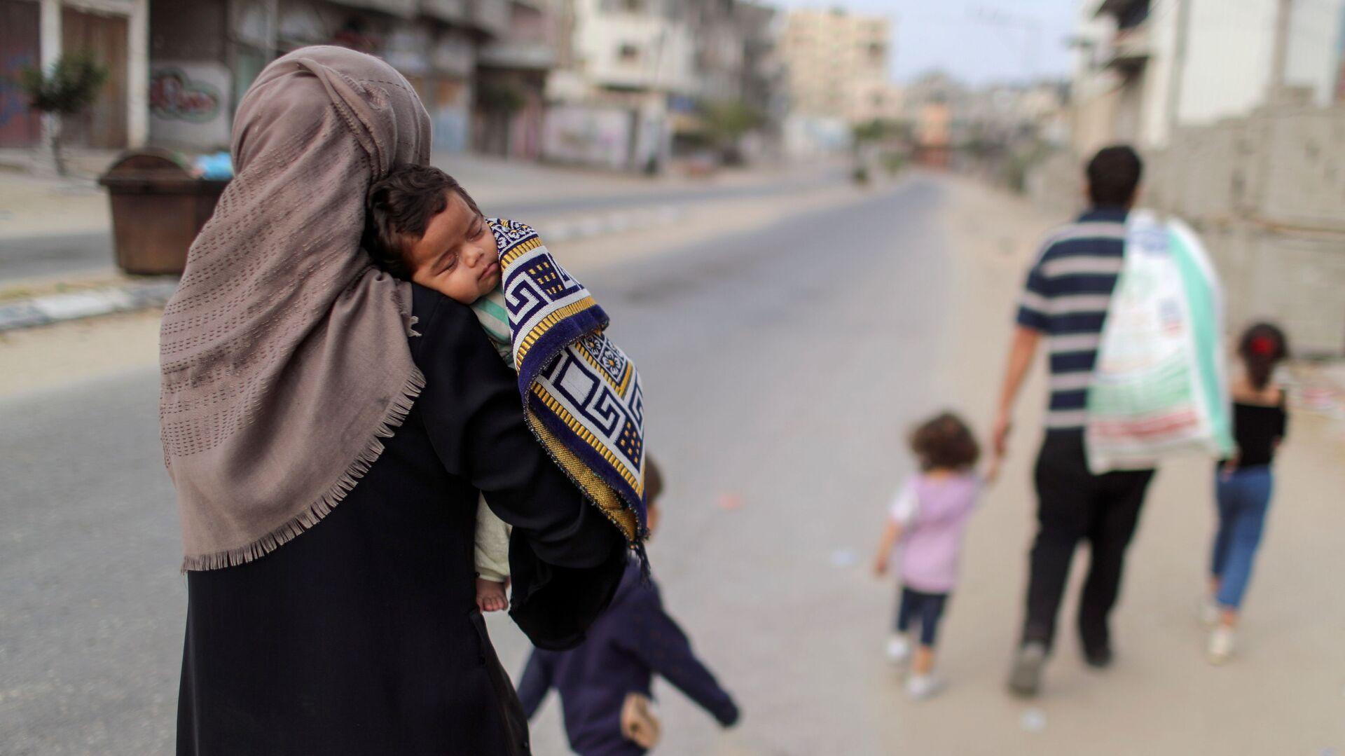 Палестинцы покидают свои дома в ходе обострения палестино-израильского конфликта - Sputnik Italia, 1920, 22.05.2021