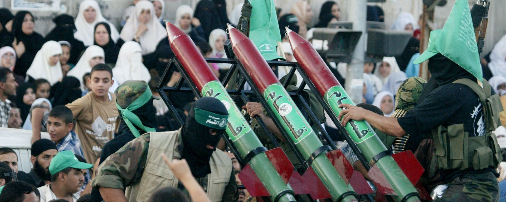 Masked Palestinian Hamas militants display their weapons during a parade in Gaza City. File photo. - Sputnik Italia, 1920, 20.05.2021
