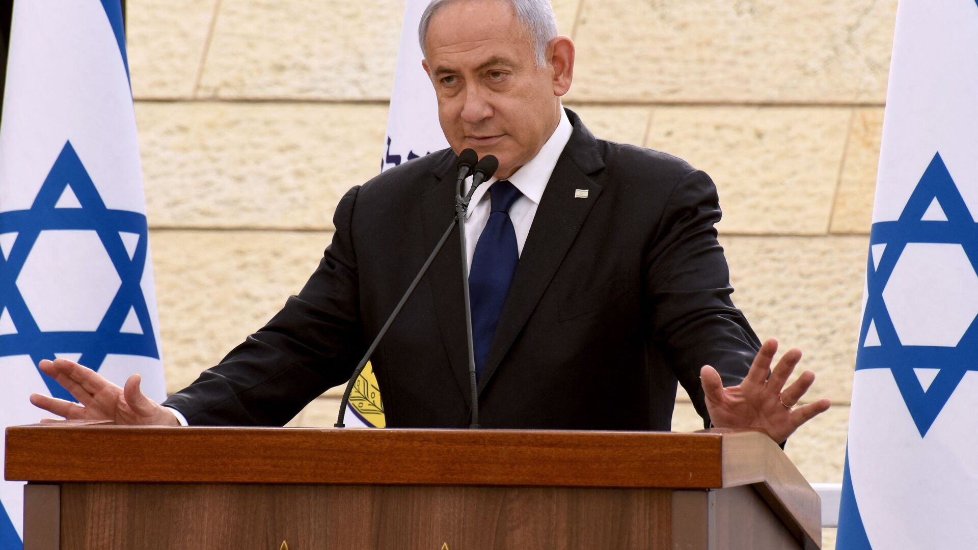 In this file photo taken on April 13, 2021 Israeli Prime Minister Benjamin Netanyahu speaks during a ceremony to mark Yom HaZikaron, Israel's Memorial Day for fallen soldiers, at the Yad LeBanim House in Jerusalem. - Netanyahu's mandate to form a government following an inconclusive election expired on May 5, 2021 giving his rivals a chance to take power and end the divisive premier's record tenure.  - Sputnik Italia, 1920, 03.08.2021