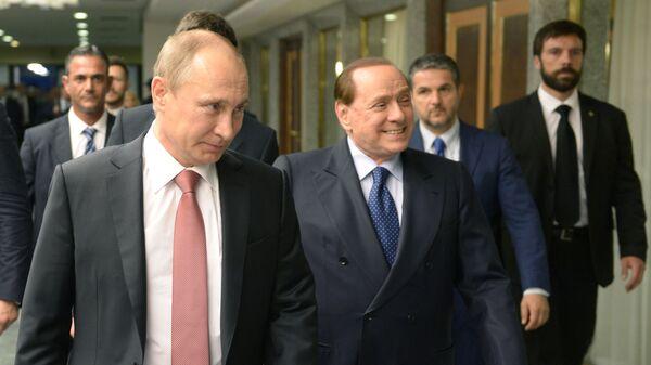 Президент России Владимир Путин и экс-премьер Италии Сильвио Берлускони во время встречи в Риме - Sputnik Italia