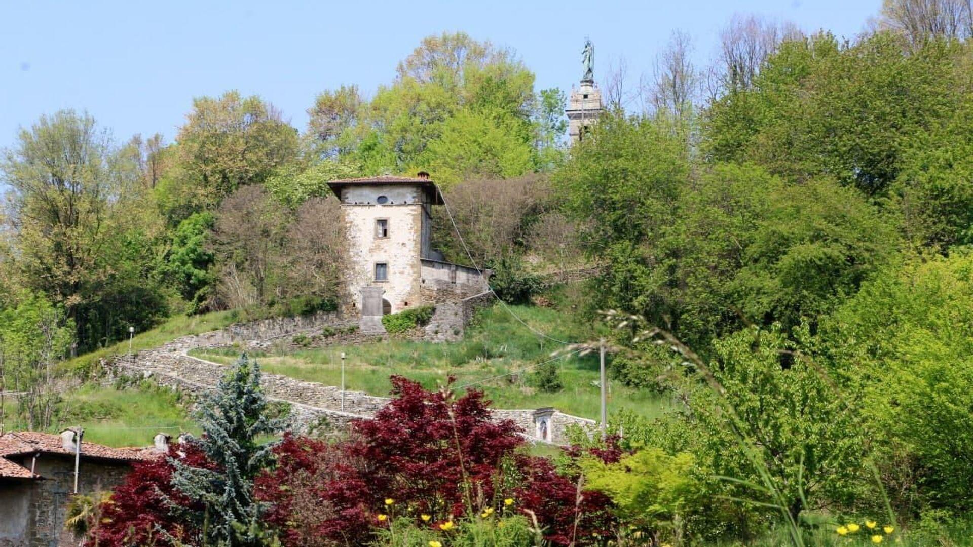 Un vecchio edificio nel parco, Italia - Sputnik Italia, 1920, 23.05.2021