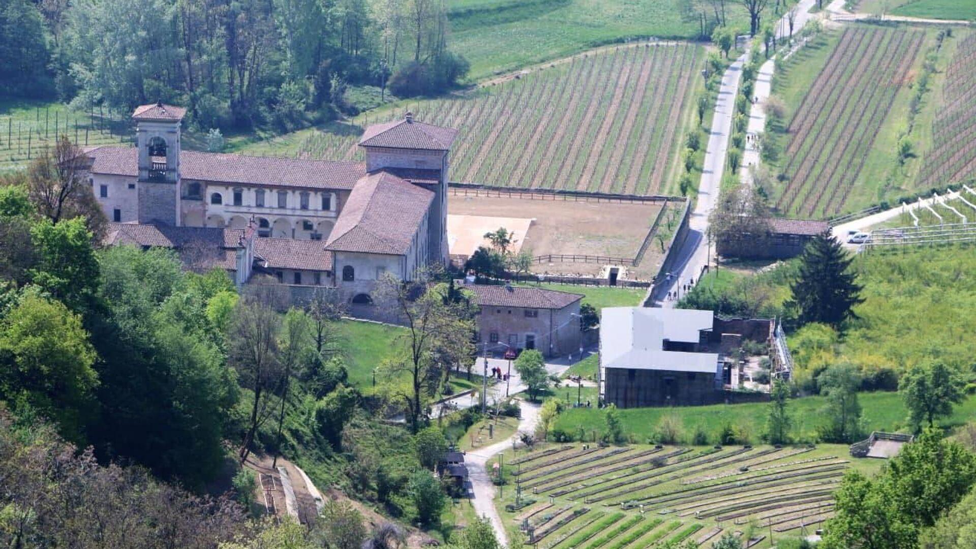 Gli edifici e un campo, Italia - Sputnik Italia, 1920, 24.05.2021