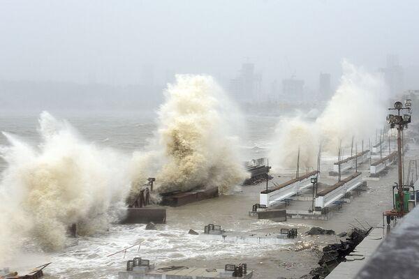 Il ciclone Taukta ha colpito la costa occidentale dell'India con venti fino a 210 chilometri orari.  - Sputnik Italia