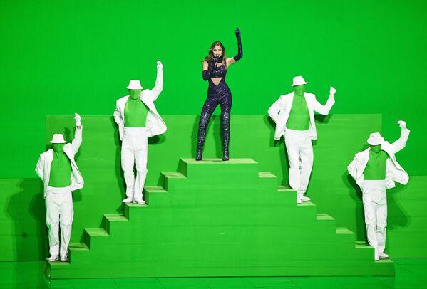 La cantante Stephanie (Grecia) si esibisce durante una giornata di prove della seconda semifinale dell'Eurovision Song Contest 2021 a Rotterdam. - Sputnik Italia