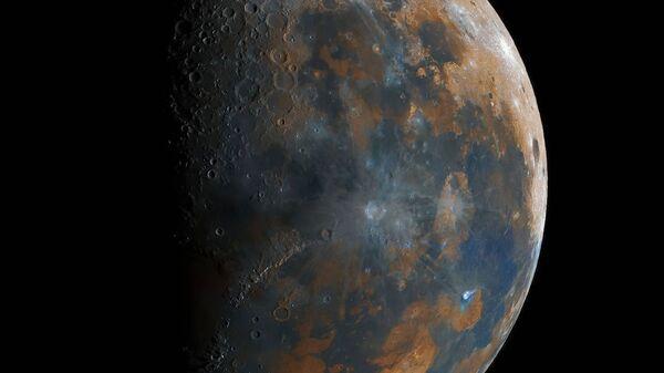 Панорама Луны, собранная из 50 000 снимков 16-летним астро-фотографом-любителем из Индии - Sputnik Italia