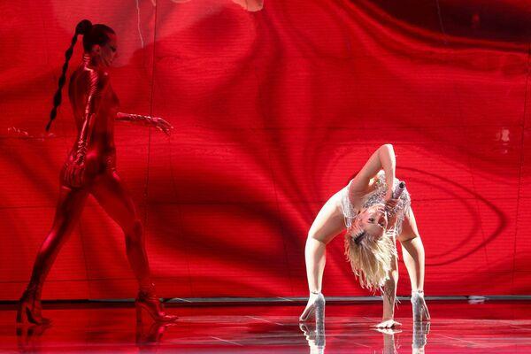 La cantante cipriota Elena Tsagrinou si esibisce durante la finale della 65a edizione dell'Eurovision Song Contest 2021, all'Ahoy Arena di Rotterdam, 22 maggio 2021 - Sputnik Italia