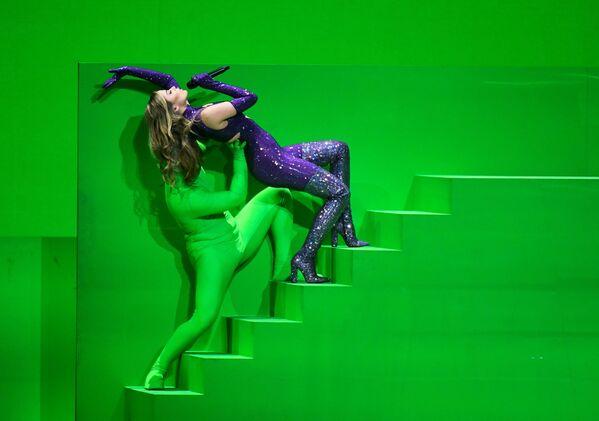 La cantante Stefania di Grecia si esibisce durante la finale della 65a edizione dell'Eurovision Song Contest 2021, all'Ahoy Arena di Rotterdam, 22 maggio 2021 - Sputnik Italia