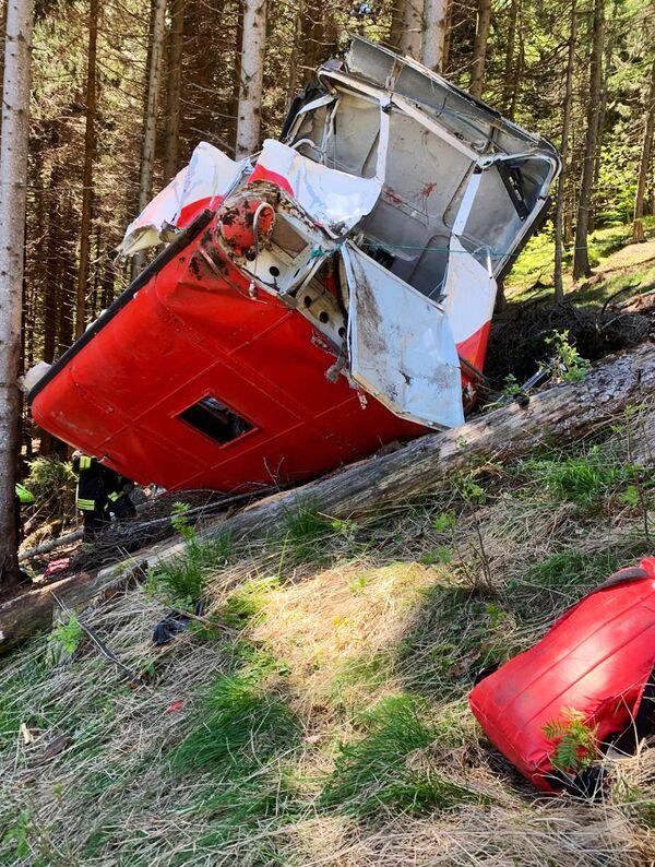 La tragedia è avvenuta per il cedimento del cavo della funivia, riaperta il 24 aprile dopo il periodo di lockdown.  - Sputnik Italia
