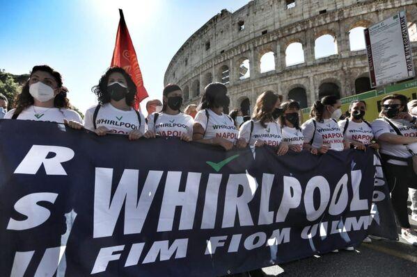 Le persone hanno manifestato oggi vicino al Colosseo. - Sputnik Italia