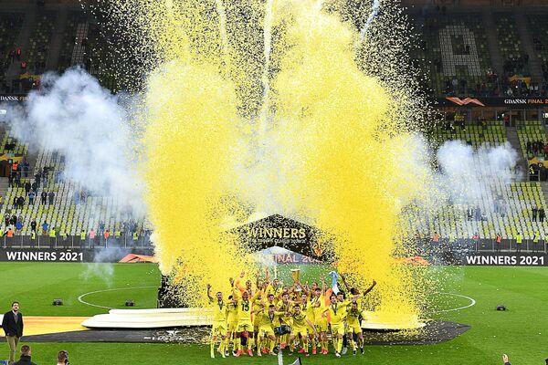 I giocatori del Villarreal festeggiano dopo aver vinto la partita di calcio della finale di UEFA Europa League tra Villarreal CF e Manchester United a Gdansk Stadium di Danzica, il 26 maggio 2021. - Sputnik Italia