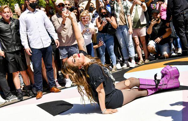 """Lady Gaga in posa durante le celebrazioni del decimo anniversario dell'album di Lady Gaga """"Born This Way"""" il 23 maggio 2021, Hollywood, USA. - Sputnik Italia"""
