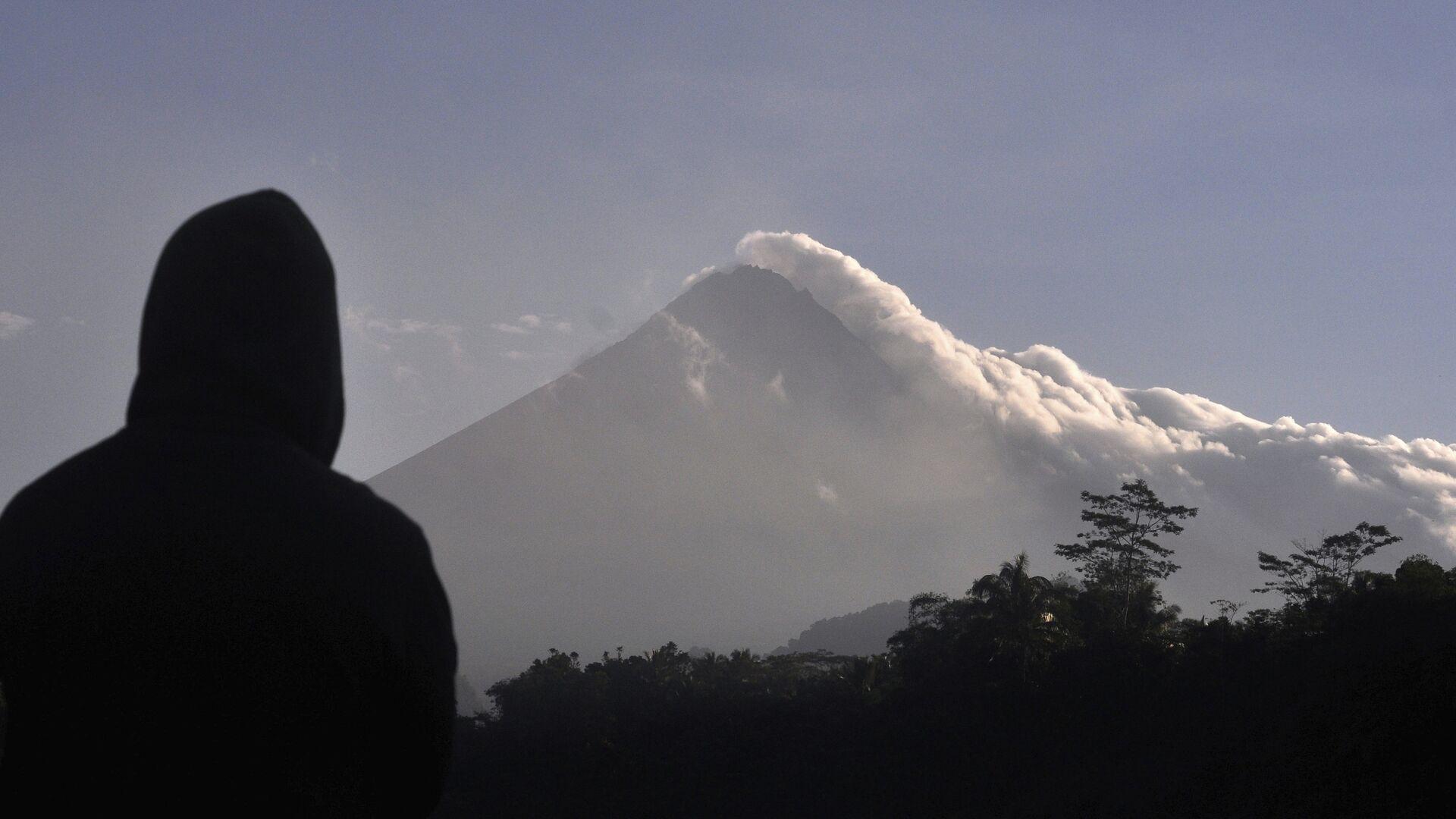 Monte Merapi in Indonesia  - Sputnik Italia, 1920, 30.05.2021