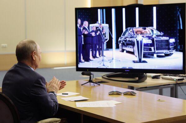 Putin dà il via alla produzione delle auto di lusso russe Aurus - Sputnik Italia