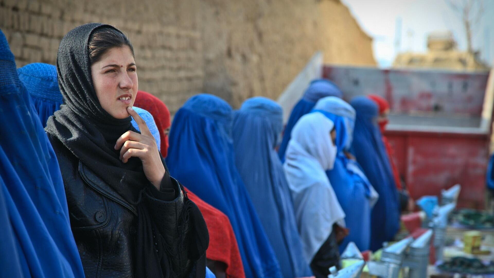 Donne afgane in burqa - Sputnik Italia, 1920, 21.08.2021