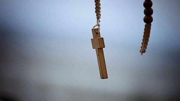Una cruz católica. Imagen referencial - Sputnik Italia