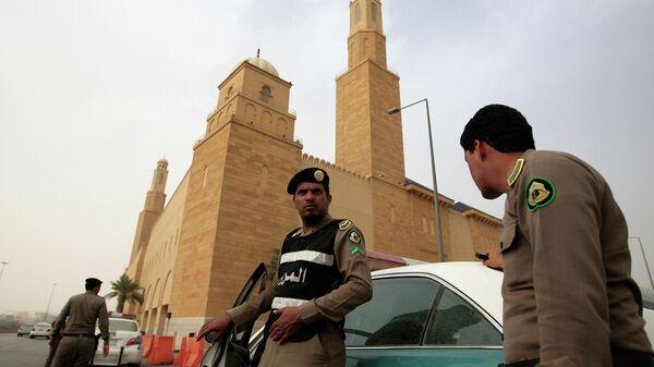 Сотрудники полиции Саудовской Аравии в в Эр-Рияд - Sputnik Italia