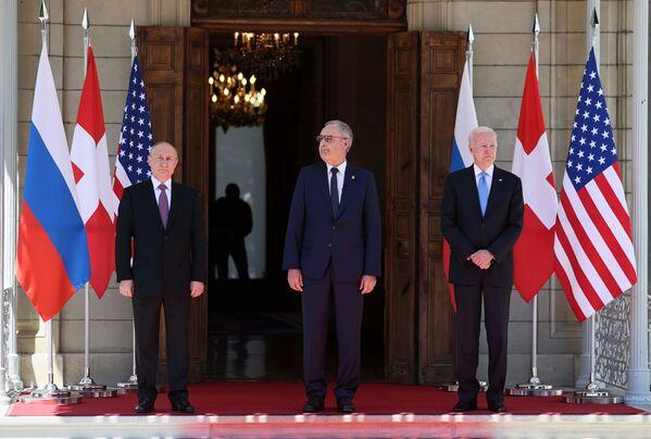 Il presidente della confederazione svizzera Guy Parmelin ha accolto il presidente russo Vladimir Putin e il presidente statunitense Joe Biden. - Sputnik Italia