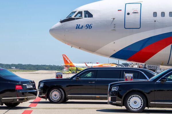 Il corteo di auto del presidente russo parte per la Villa La Grange a Ginevra. - Sputnik Italia