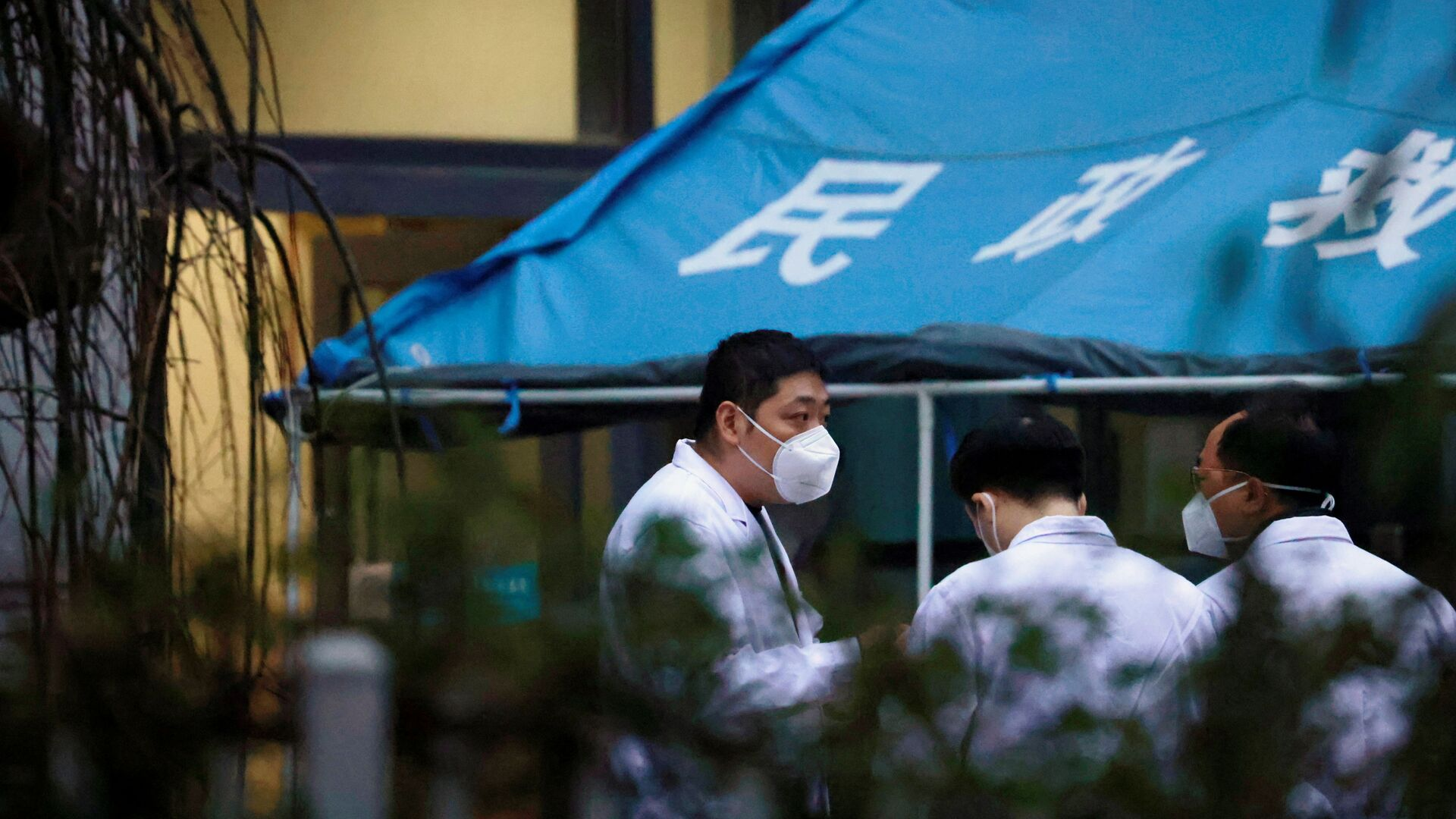 Esperti OMS in un ospedale a Wuhan, Cina - Sputnik Italia, 1920, 19.07.2021