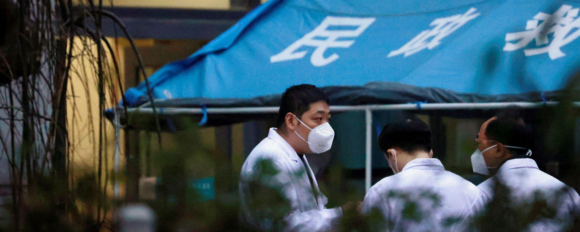 Esperti OMS in un ospedale a Wuhan, Cina - Sputnik Italia, 1920, 22.06.2021