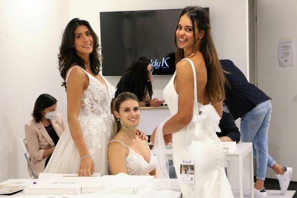 A Sì SposaItalia Collezioni, sono 100 i brand italiani e internazionali che espongono e raccontano l'evoluzione dello stile. - Sputnik Italia