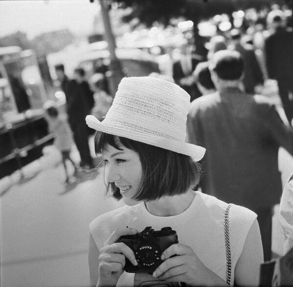 Una turista straniera a Mosca.  - Sputnik Italia