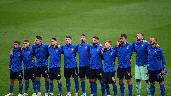 Игроки Италии перед футбольным матчем ЕВРО-2020 на стадионе Уэмбли в Лондоне  - Sputnik Italia
