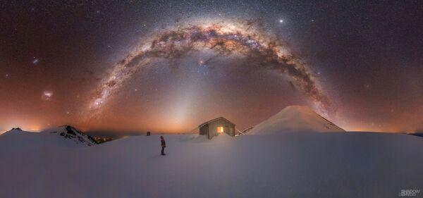 """La foto """"Mt.Taranaki Via Lattea"""" del fotografo Larryn Rae, che è diventata una delle vincitrici del concorso fotografico """"Milky Way Photographer of the Year"""", la foto scattata presso il Fanthams Peak, Mt. Taranaki, Nuova Zelanda - Sputnik Italia"""