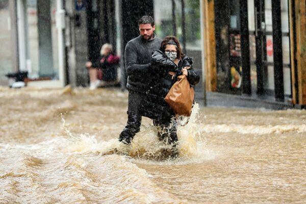 Ma anche Belgio, Paesi Bassi e Svizzera sono stati piegati dal forte maltempo negli scorsi giorni, registrando piogge torrenziali e forti venti. - Sputnik Italia